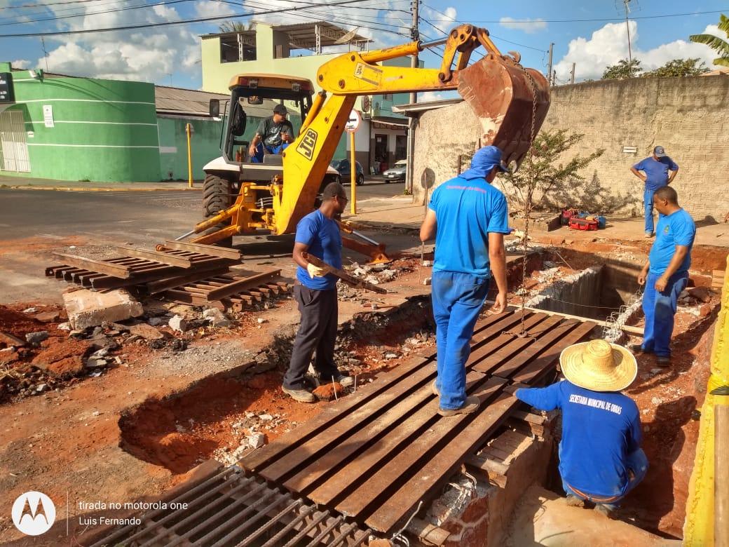 Secretaria de Obras recupera redes de galerias pluviais em diversos pontos da cidade