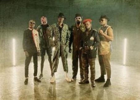 Jupiter & Okwess buscam a cura para problemas sociais por meio da união intercontinental no disco Na Kozonga