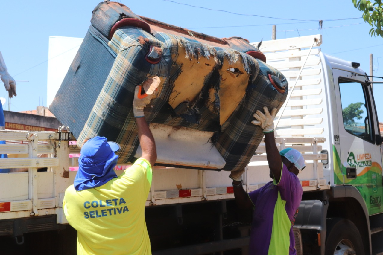 Programa cata treco incentiva a limpeza de quintais e reciclagem