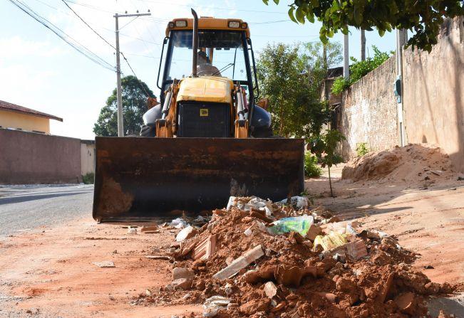 Prefeitura de Agudos intensifica trabalho de limpeza nos bairros