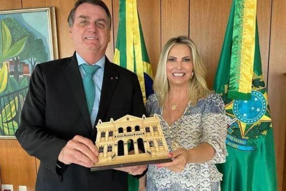 Bolsonaro nomeia mulher de líder do governo para conselho de Itaipu