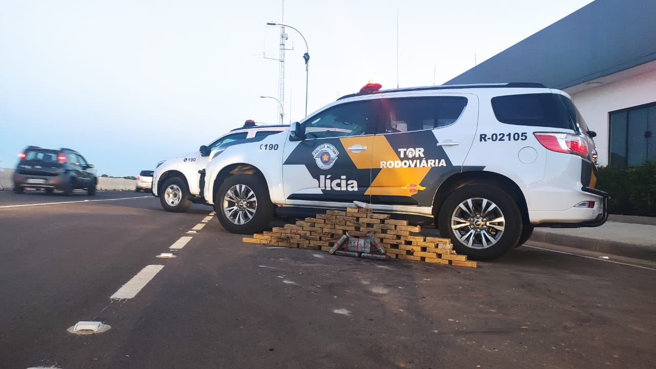 TOR flagra mulher transportando drogas em Piratininga