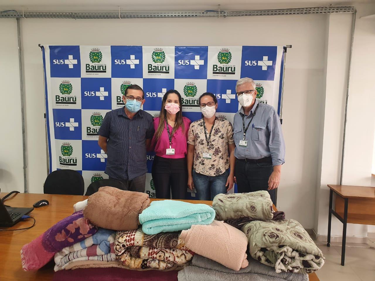 Secretaria de Saúde recebe doações de cobertores