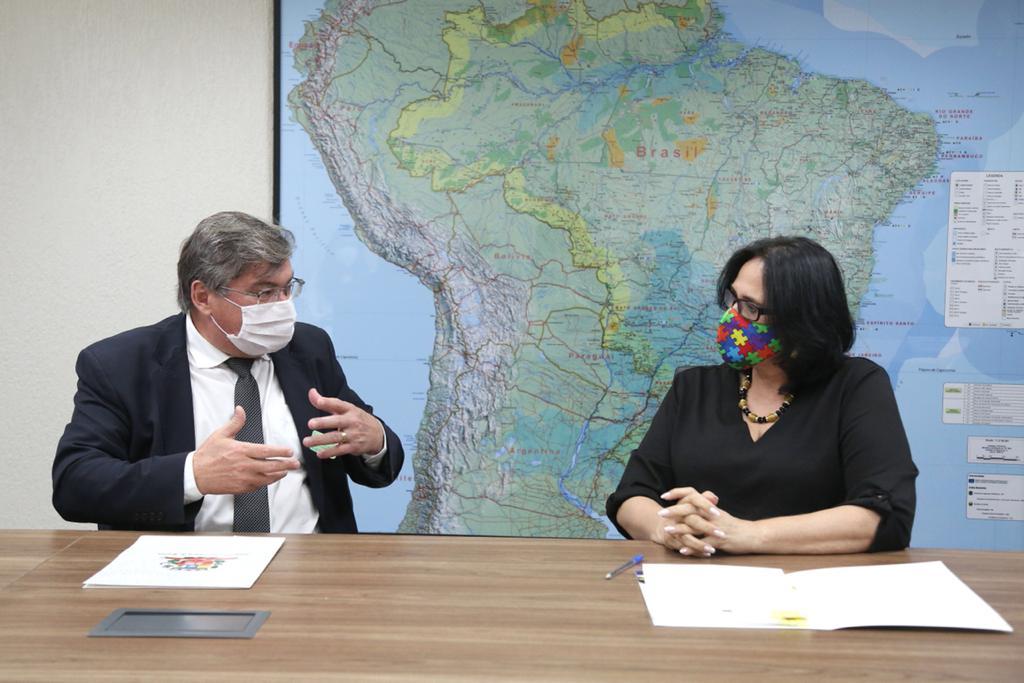 Prefeito Daniel Alonso e secretário Wilson Damasceno, de Marília, se reúnem com ministra Damares e formalizam acordo inédito no Brasil