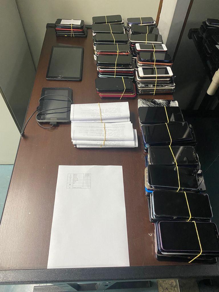Em ação conjunta, Deatur e Receita Federal prendem homem com mais de 180 celulares ilícitos