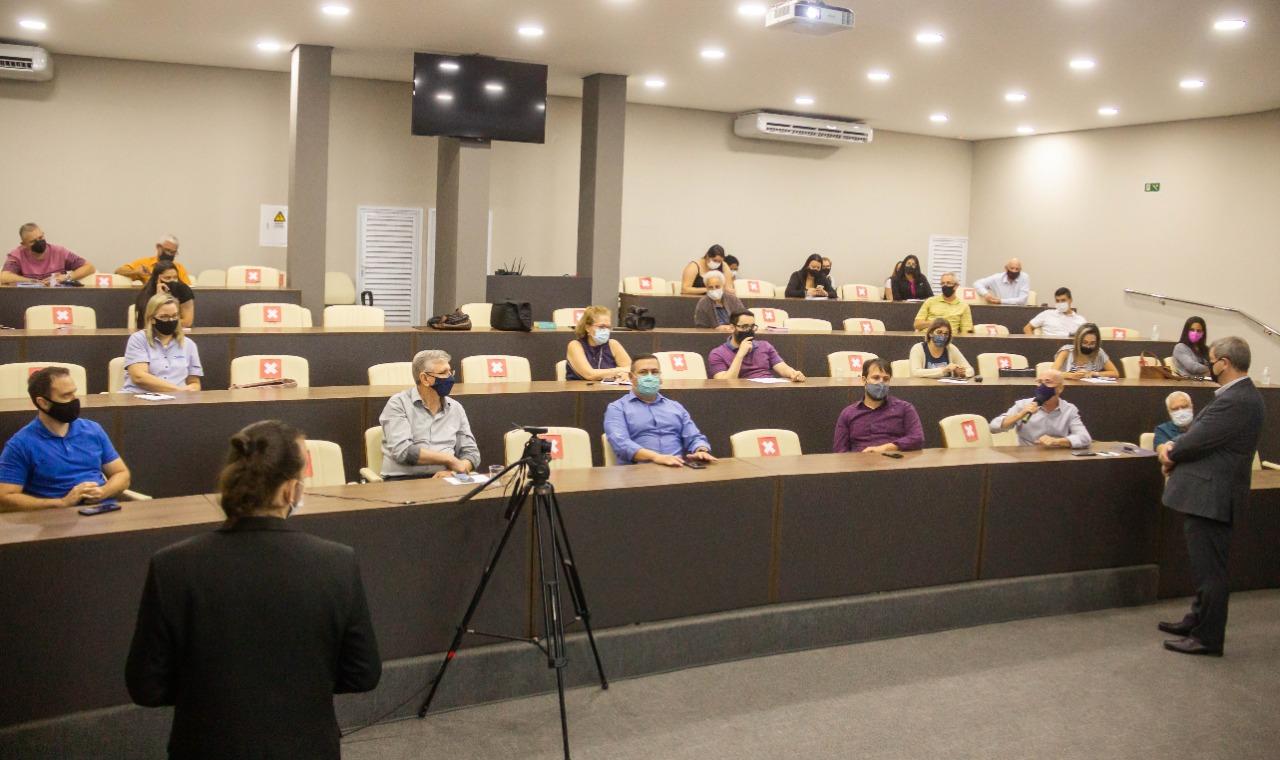 """Sindcon e Secretaria de Finanças realizam a palestra """"Novo Sistema Tributário do Município"""""""