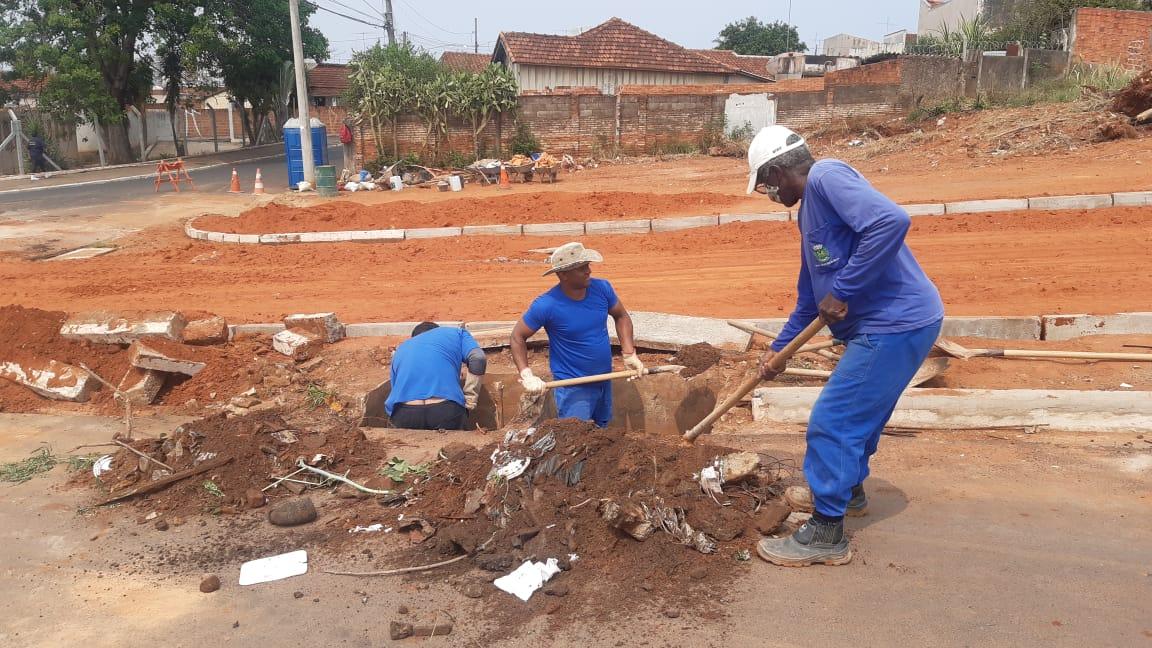 Trabalho duro! Prefeitura realiza obras complementares e duplicação de uma quadra na avenida Daniel Pacífico