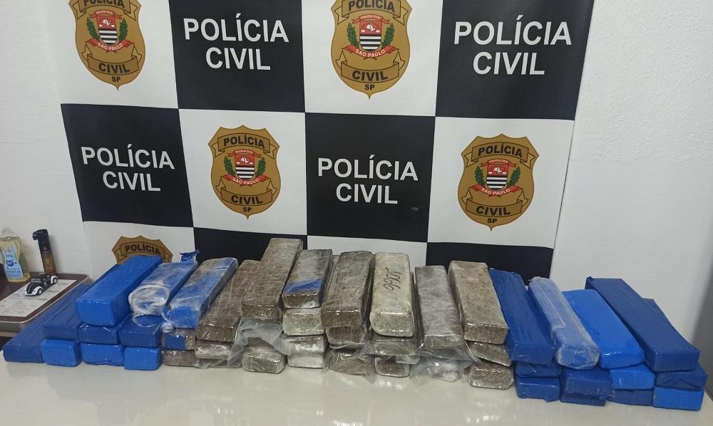 Polícia Civil detém homem e apreende 50 tijolos de maconha
